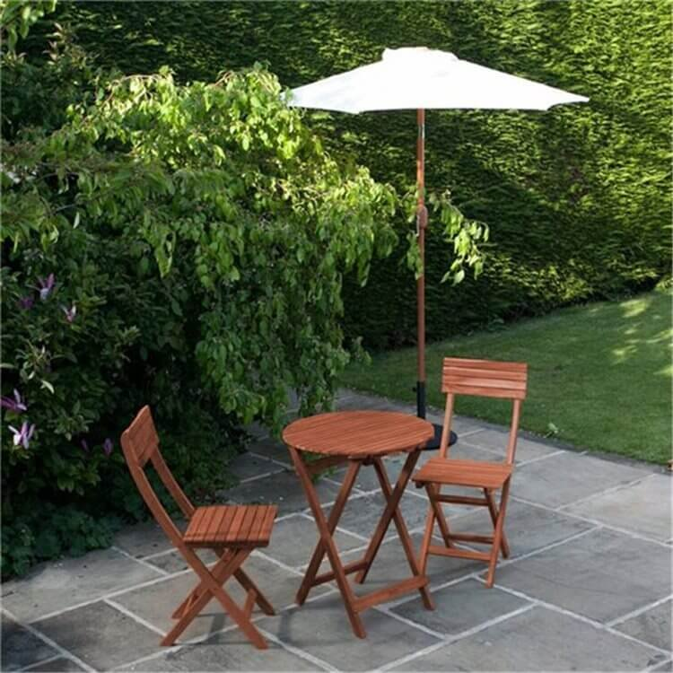 BillyOh Hampton 0.6m Round Bistro Set   2 Seat Set With Folding Chairs